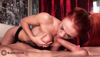 Alysha aime slam dans diverses positions