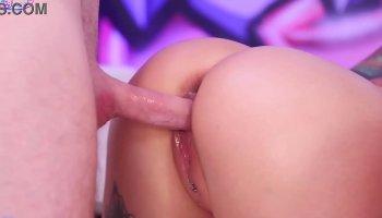 Phoebe creampied dans la salle de bain