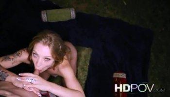 Angélique  jeune fille russe Meddie trains de sa chatte avec un gode énorme