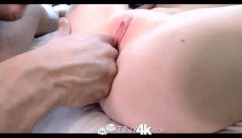 Magnifique rousse gros plan masturbation