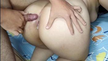 Sexalicious jeune baisée avec fougue en suscitant trio vidéo
