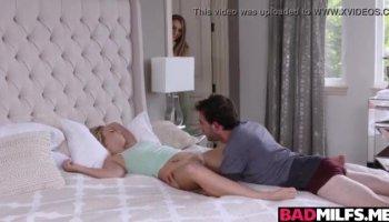 Super chaud Kimmy Granger se fait ramoner dans quelques positions sexuelles