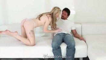 Russe déesse de l'amour et le sexe Stacy Snake obtient DP baisée magnifiquement