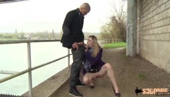 Sauter des tutoriels poussin Joseline Kelly est pris et puni avec une baise hard