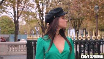 Accrocheur russe séductrice Angel Rivas plaît le beau mec