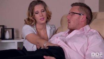 Attrayant droit à poil russe bonnasse Melissa Benz veux un peu d'anal