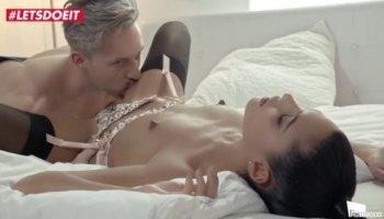 Ébène transsexuel baise anale cul en duo