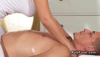 Natalie Foxx grosse éjaculation