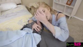 Janna Hicks pardonne à une tricherie de l'étudiant après qu'il veut de sa chatte